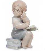 Фарфоровая статуэтка «Юный учитель»