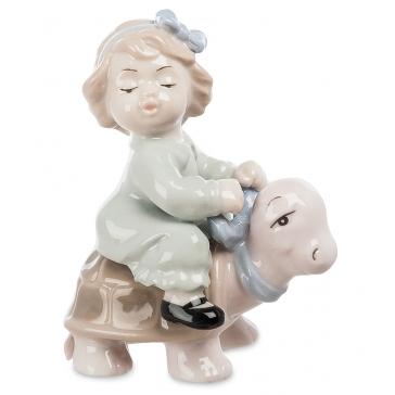 Фарфоровая статуэтка «Верхом на черепашке»