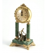 Бронзовые часы на каменных стойках