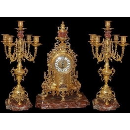 Каминный сет: часы и два канделябра.