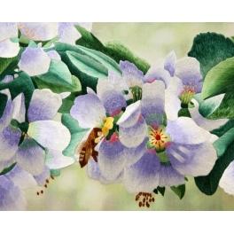 Вышитая шелковыми нитями картина «Яблоневый цвет» или «Пчела»