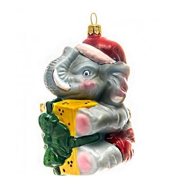 Стеклянная елочная игрушка ручной работы «Слоник с подарком», производство Польша