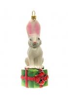 Елочная игрушка «Зайчик с подарком»