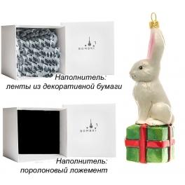 Елочная игрушка ручной работы «Зайчик с подарком», производство Польша