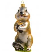 Елочная игрушка «Барсук с орехом»