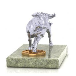 Серебряная фигурка быка «Вперед к успеху!» на каменной подставке