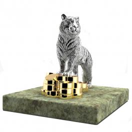 Серебряная фигурка тигра «Хозяин года» на каменной подставке