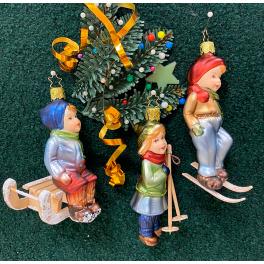 Стеклянная ёлочная игрушка «Мальчик на санках»
