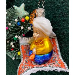 Стеклянная ёлочная игрушка «Алладин на ковре-самолёте»