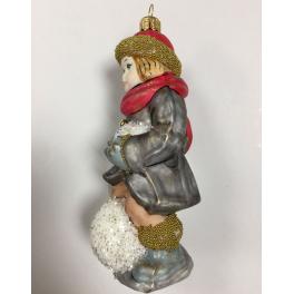 Стеклянная ёлочная игрушка «Мальчик на снежном коме», высота 12 см