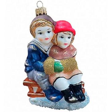 Стеклянная ёлочная игрушка «Дети на санках», 12х8 см