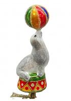 Ёлочная игрушка «Тюлень с мячиком»