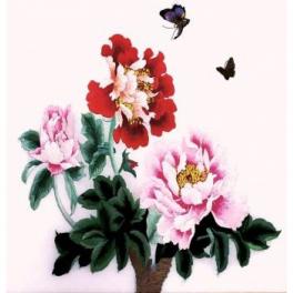 Вышитая шелковыми нитями картина «Пионы и бабочки»