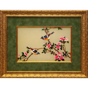 Вышитая шелковыми нитями картина «Лазоревки у цветущего граната»