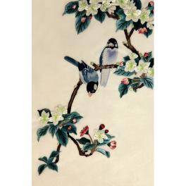 Вышитая шелковыми нитями картина «Цветущая яблоня»