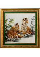 Шелковая картина «Тигрята в траве»