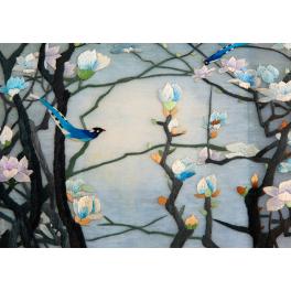 Вышитая шелком картина «Голубая магнолия» в багете