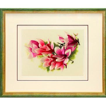 Вышитая шелковыми нитями картина «Цветущая ветка магнолии» в багете