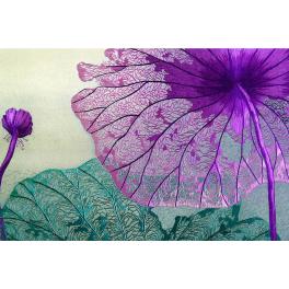 Шелковая картина с шелковой вышивкой «Фиалковые лотосы. Сияние ночи», авторская работа