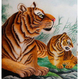Вышитая шелковыми нитями картина «Тигры» в интерьерный раме