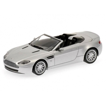 Масштабная модель автомобиля «ASTON MARTIN V8 VANTAGE ROADSTER»