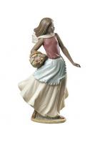 Фарфоровая статуэтка «Корзина с цветами»