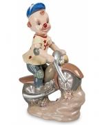 Фарфоровая статуэтка «Клоун на скутере»