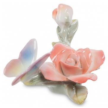 Фарфоровый сувенир «Бабочка на розе»