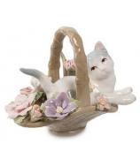 Фарфоровая статуэтка «Котенок в цветочной корзинке»