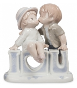 Фарфоровая статуэтка «Признание в любви»