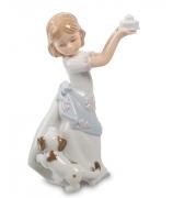 Фарфоровая статуэтка «Девочка с именинным тортом»