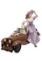 Фарфоровая статуэтка «Девушка в автомобиле»