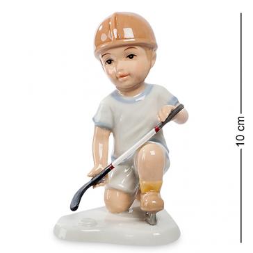 Небольшая фарфоровая статуэтка «Игра в хоккей»