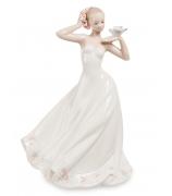 Фарфоровая статуэтка «Девушка с птицой в руках»
