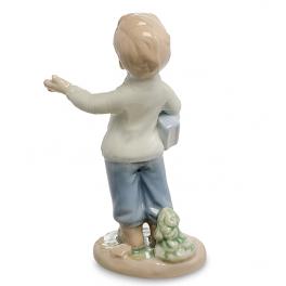 Фарфоровая фигурка «Мальчик с книгой»