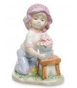 Фарфоровая статуэтка «Девочка с горшочком цветов»