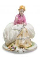 Фарфоровая статуэтка «Девушка с голубем»