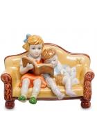 Фарфоровая статуэтка «Интересная книга»