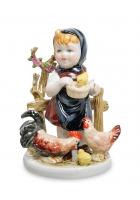Фарфоровая статуэтка «Маленькая хозяюшка»