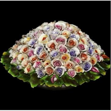 Статуэтка. Фарфоровый букет цветов в корзинке.