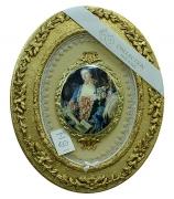Медальон «Дама с книгой»