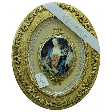 Настенное панно с медальоном «Дама с книгой»