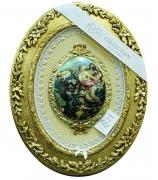 Медальон «Девушки и ангел»