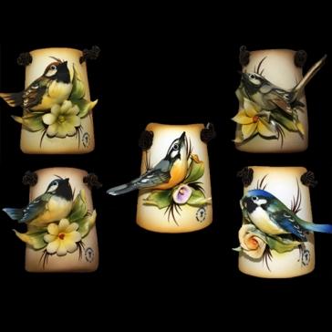 Миниатюрное панно из фарфора «Птичка на цветке»