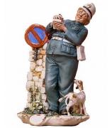 Фарфоровая статуэтка «Полицейский»
