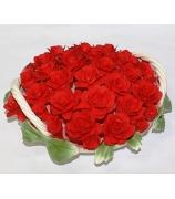 Фарфоровая статуэтка «Алые розы в корзине»