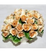 Фарфоровая статуэтка «Букет кремовых роз»