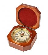 Часы в деревянной шкатулке