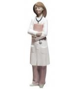 Фарфоровая статуэтка «Доктор-женщина»