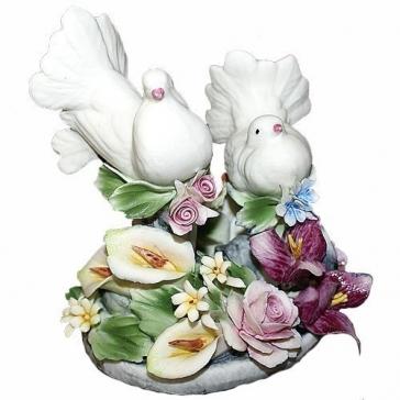 Фарфоровая статуэтка «Пара голубков»